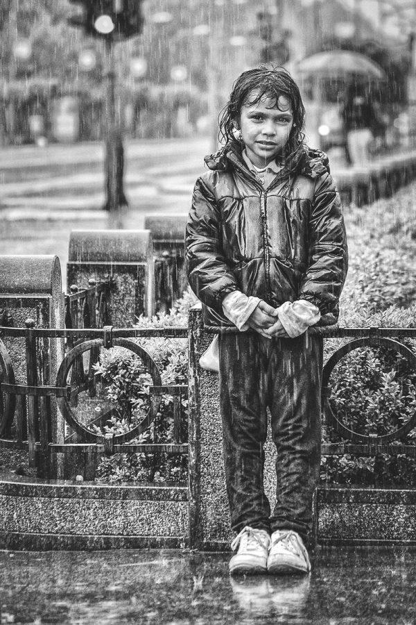 Dijete na kiši